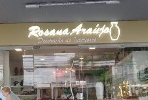 Rosaza Araújo – Letreiro Luminoso de Caixa Alta