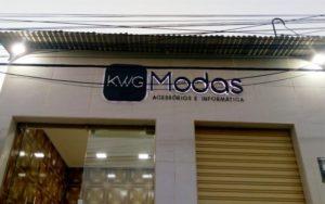 KWG Letreiro de Caixa Alta com Iluminação Interna